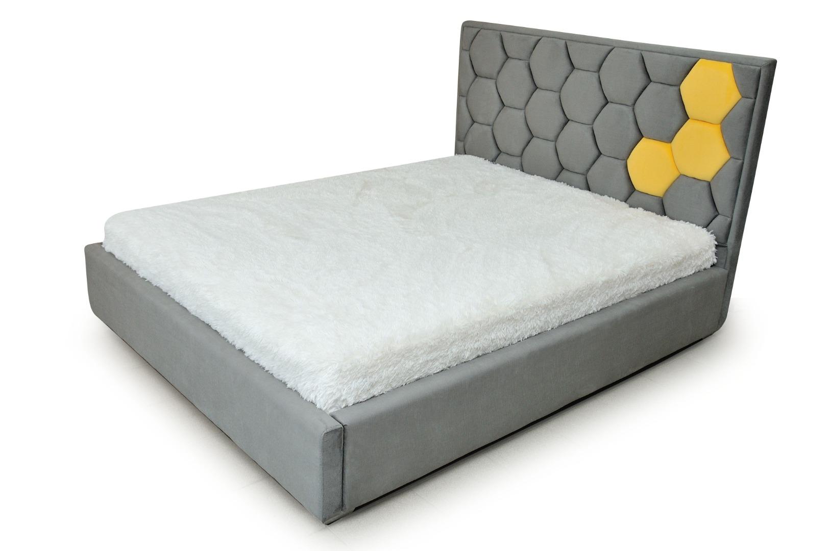 На фото № 1 Кровать Соты